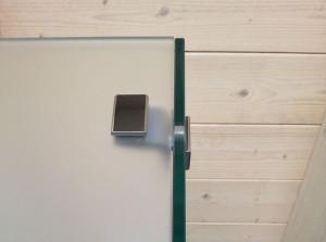 dettaglio box doccia vetri ad angolo