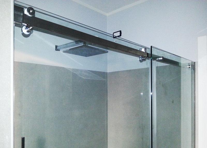 Box doccia porta scorrevole leali vetri vetrocamera isolanti e arredo design - Dettaglio porta scorrevole ...
