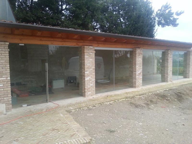 Porticato con vetrate for Avvolgere le planimetrie del portico