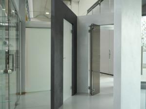 showroom Leali Vetri porte e pareti con vetrate speciali