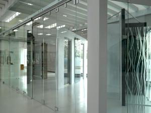 showroom Leali Vetr, vetrate su misura per ambienti civili e industriali