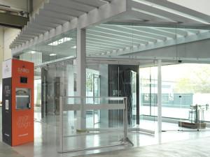 showroom Leali Vetri, vetrate speciali per porte scorrevoli