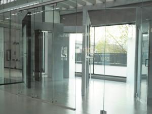 showroom Leali Vetri porte scorrevoli su misura