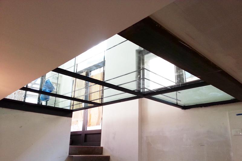 pavimento in cristallo calpestabile, sicuro, conferisce luminosità ad ambienti carenti di luce.